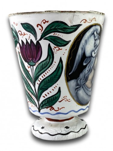 17th century - Enamel beaker with classical profiles & flowers. Limoges, 17th century