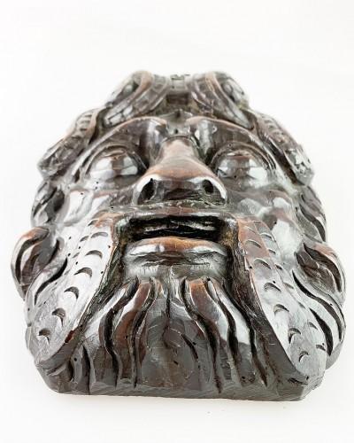 Antiquités - Pair of Renaissance masks of warriors. Italian, late 16th century.