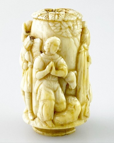 Curiosities  - Ivory snuff flask. Dutch, late 17th century.
