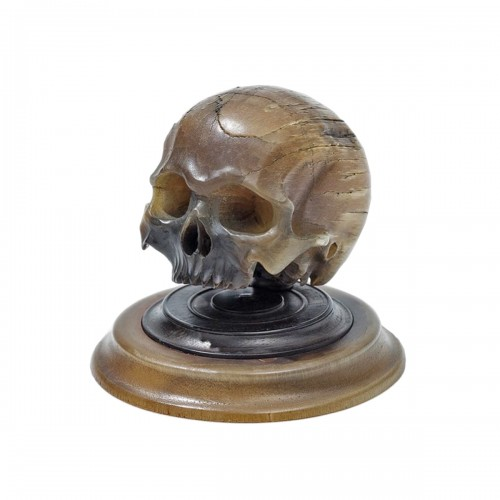 Important horn carving of a skull. German, mid 17th century.