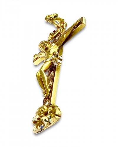 Antique Jewellery  - Gold & enamel cruciform pendant. German, second half of the 16th century.