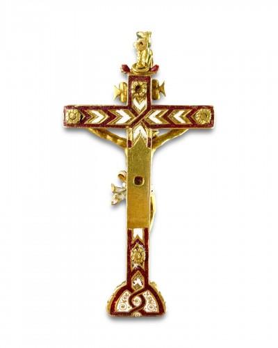 <= 16th century - Gold &amp; enamel cruciform pendant. German, second half of the 16th century.
