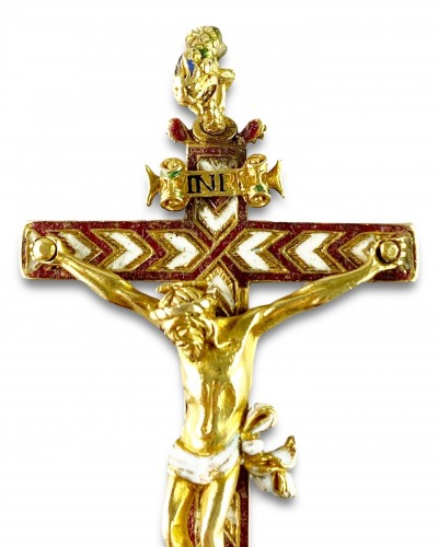 Gold & enamel cruciform pendant. German, second half of the 16th century. -