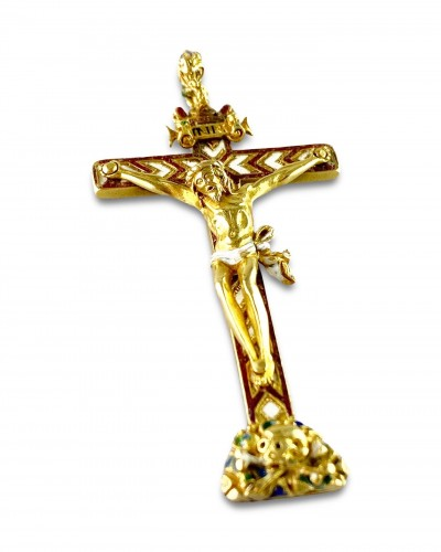 - Gold & enamel cruciform pendant. German, second half of the 16th century.