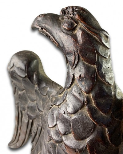 <= 16th century - Walnut relief of an eagle with a dog, France late 16th - early 17th century
