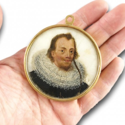 Objects of Vertu  - Double sided portrait miniature on alabaster. Northern Europe, 17th century