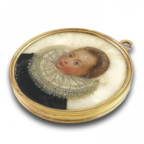 Double sided portrait miniature on alabaster. Northern Europe, 17th century -
