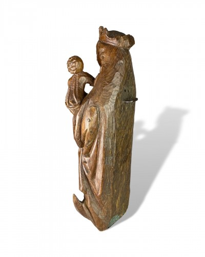 Antiquités - Oak Virgin and Child on a Crescent Moon. Bourgogne, early 16th century.