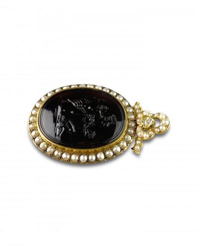 Antique Jewellery  - Gold, pearl & diamond pendant with Erotic agate intaglio, 19th century.