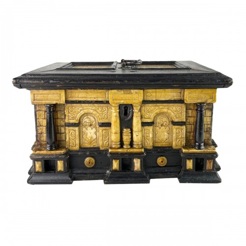 Gilded alabaster and ebonised pear wood strongbox. Malines, 17th century.