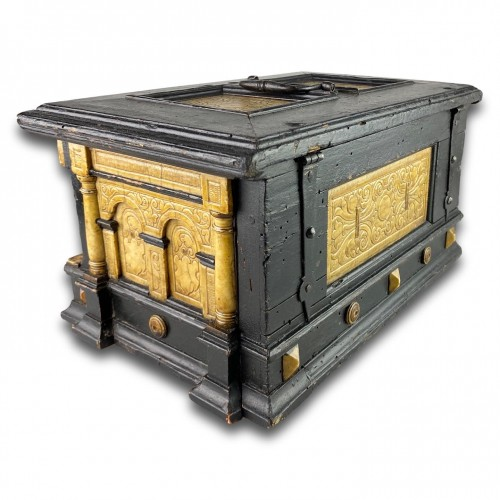 Decorative Objects  - Gilded alabaster and ebonised pear wood strongbox. Malines, 17th century.