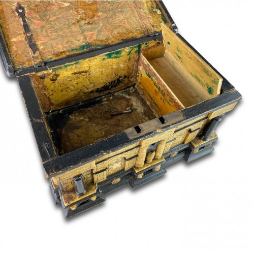 17th century - Gilded alabaster and ebonised pear wood strongbox. Malines, 17th century.