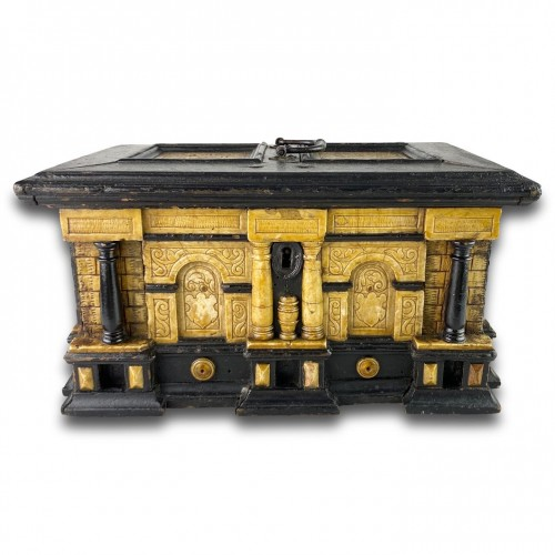 Gilded alabaster and ebonised pear wood strongbox. Malines, 17th century. -