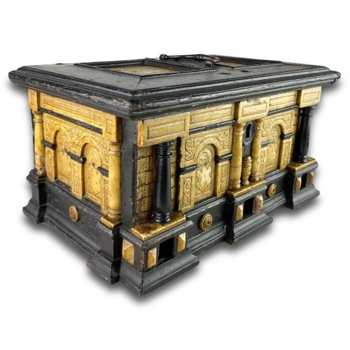 Antiquités - Gilded alabaster and ebonised pear wood strongbox. Malines, 17th century.