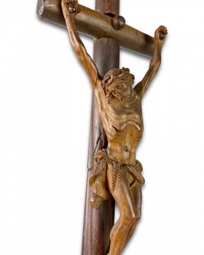 Antiquités - Baroque fruitwood Crucifix carved in the round. Southern Germany, 18th cent