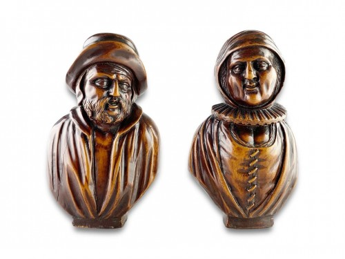 Antiquités - A pair of boxwood busts of a man & his wife. Flemish, mid 18th century.
