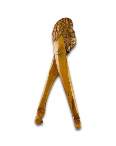 Antiquités - Fruitwood nutcracker in the form of a Wildman. French, 18th century.