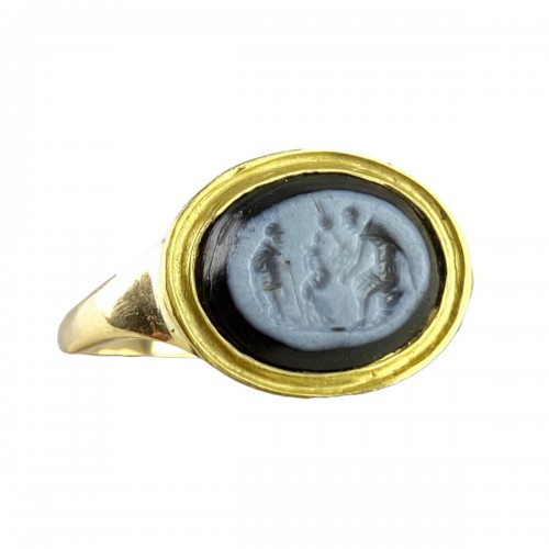 Ring with a Roman Nicolo intaglio. 2nd century A.D, later gold ring.