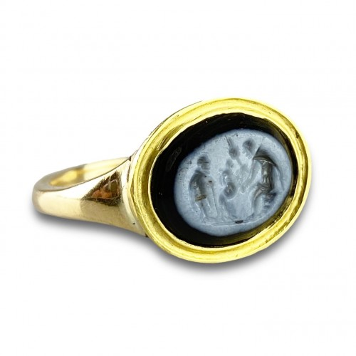 - Ring with a Roman Nicolo intaglio. 2nd century A.D, later gold ring.
