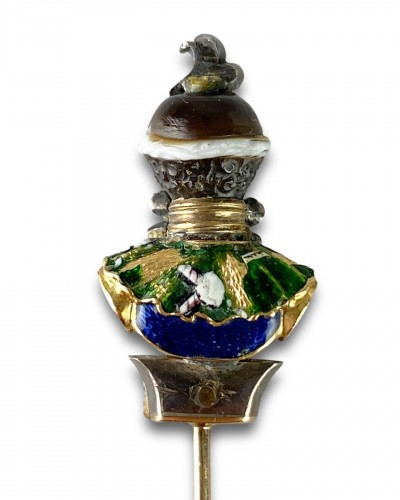 - Stick pin with an agate & enamel bust of a Moorish Prince. French, 18th cen