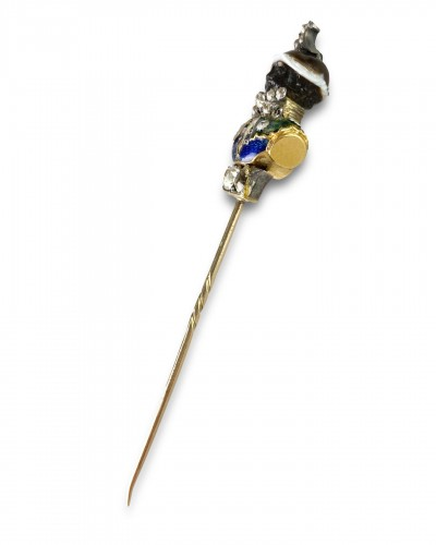 Antiquités - Stick pin with an agate & enamel bust of a Moorish Prince. French, 18th cen