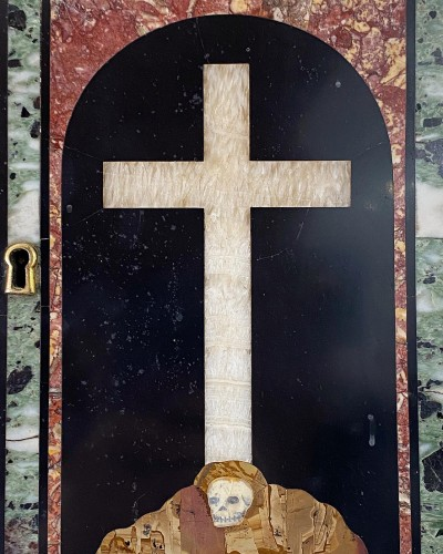 Decorative Objects  - Marble inlaid tabernacle door with crucifix on Golgotha. Italian, 17th cent