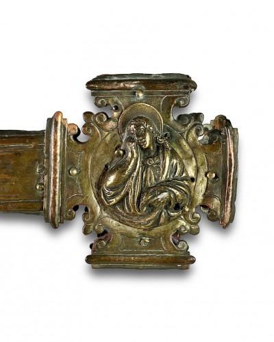Antiquités - Renaissance gilt copper processional cross. Italian, 15th - 16th centuries.