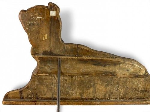 Paintings & Drawings  - Dummy board in the form of a recumbent dog. Italian, late 17th century.