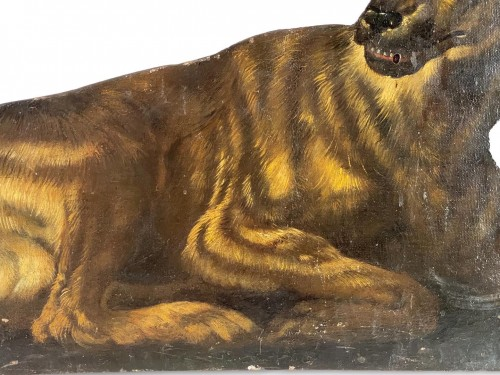 Antiquités - Dummy board in the form of a recumbent dog. Italian, late 17th century.
