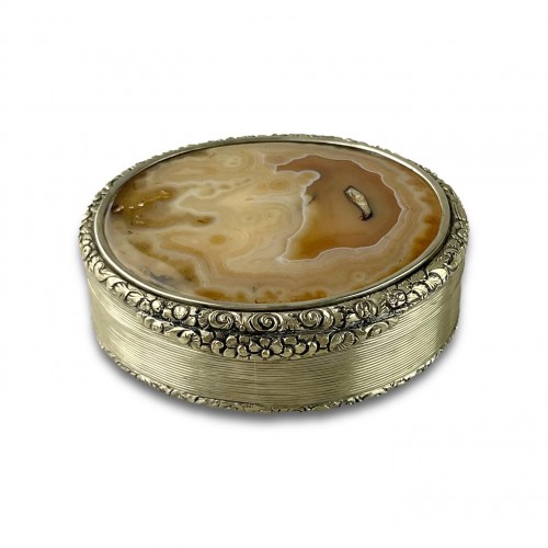 Massive silver mounted agate table snuff box. English, Circa 1820. - Antique Silver Style