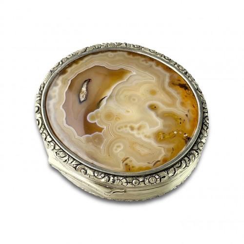 Massive silver mounted agate table snuff box. English, Circa 1820. -