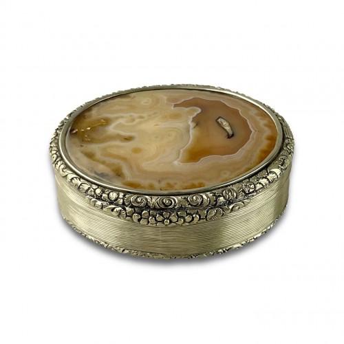 19th century - Massive silver mounted agate table snuff box. English, Circa 1820.