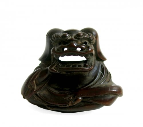 Netsuke fine wood sculpture. Shishimaï. Japan Edo period