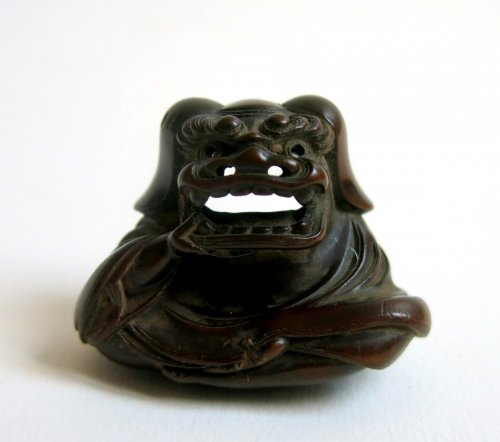 Netsuke fine wood sculpture. Shishimaï. Japan Edo period -