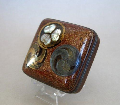 - Kôgô – Japanese incense lacquer box, Japan Edo