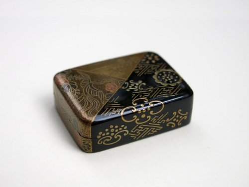 Netsuke Japanese urushi gold and lacquer, Japan EDO -