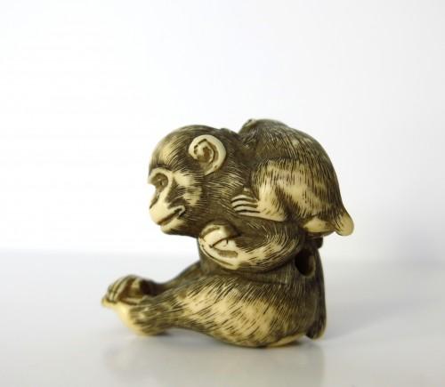 Asian Art & Antiques  - Netsuke, A group of two monkeys on ivory, Japan Edo, 19th century