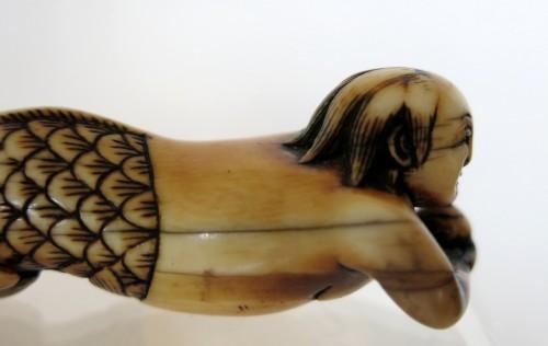 "Netsuke  Mermaid holding a sacred pearl as a shell, the"" Tama"" Japan, Edo -"