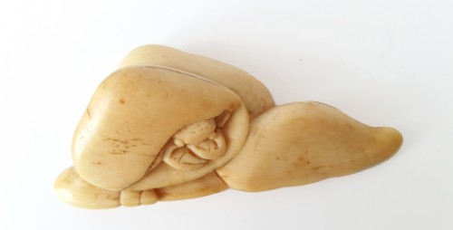 Netsuke - Sea shell and crab - Asian Art & Antiques Style