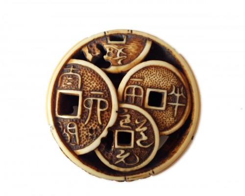 Netsuke Ryusa Manju lenticular with coins - Japan Edo, Meij