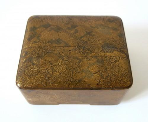 Asian Art & Antiques  - Kobako Small japanese urushi gold lacquer box. Japan Edo