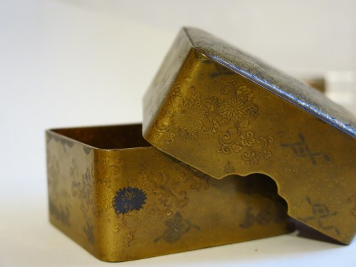 Kobako Small japanese urushi gold lacquer box. Japan Edo -