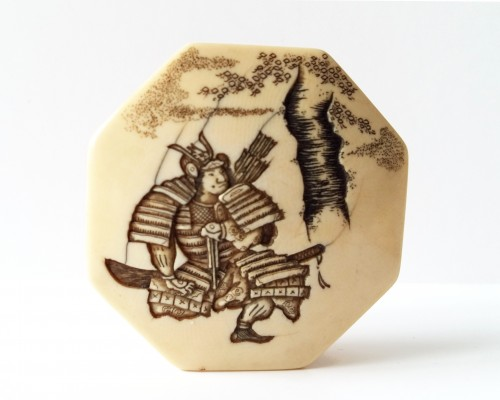 19th century - Netsuke Nice model, ivory hexagonal Manju of a samurai. Japan Meiji
