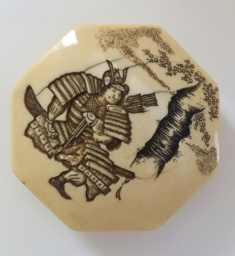 - Netsuke Nice model, ivory hexagonal Manju of a samurai. Japan Meiji