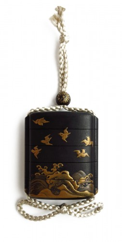 A small japanese lacquer 4 cases Inro, plovers over waves. Japan Edo