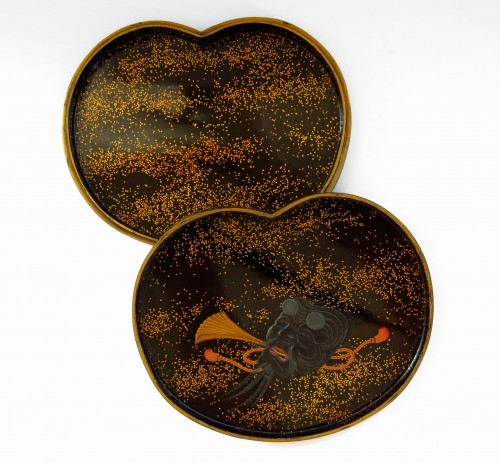 Kogo - Fine little lacquer box. theatrical costume and mask. Japan Edo -