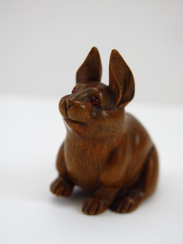 Netsuke, A nice model of a wood carved seated hare. japan Edo - Asian Art & Antiques Style