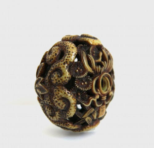 Asian Art & Antiques  - Netsuke – A ivory carved Ryusa Manju Shishi playing. Japan Edo