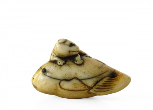 Netsuke of a puppy climbing on a Fugu fish. Japan Edo