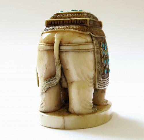 - Netsuke Elephant on marine ivory standing. Japan Edo